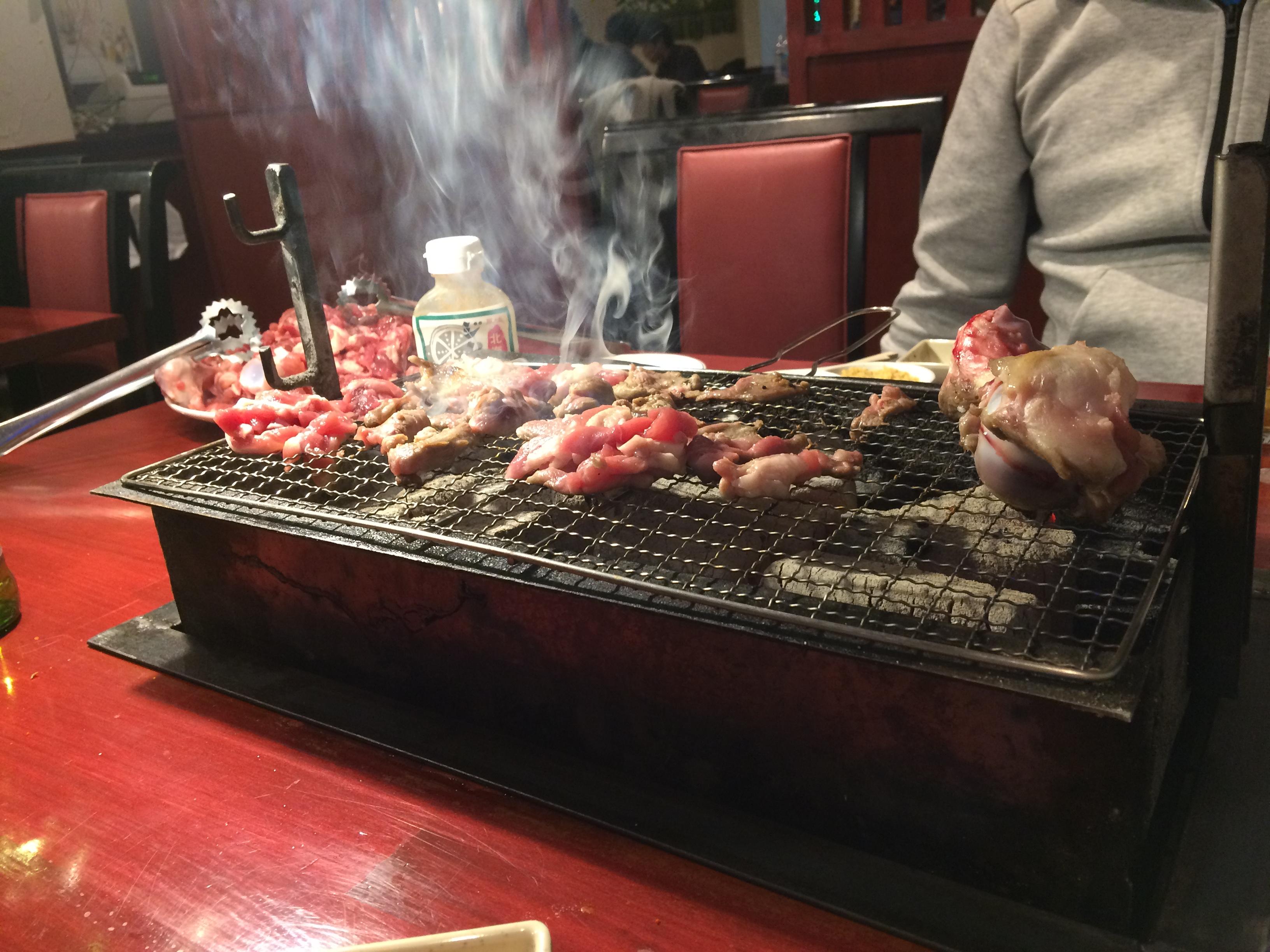 西川口「中国人向け食堂」が羊腿肉「1頭分」の焼肉を提供していた!